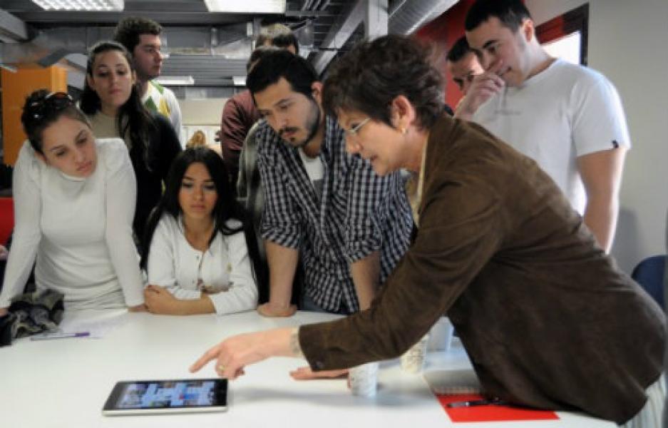 Türkiye'nin ilk kadın yayın yönetmeni Nurcan Akad öğrencilerle buluştu