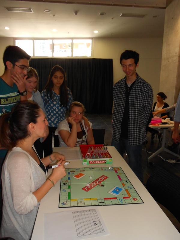 """İEÜ İşletme Bölümü """"Business Games"""" ile Genç İşletmecilerle Buluştu"""