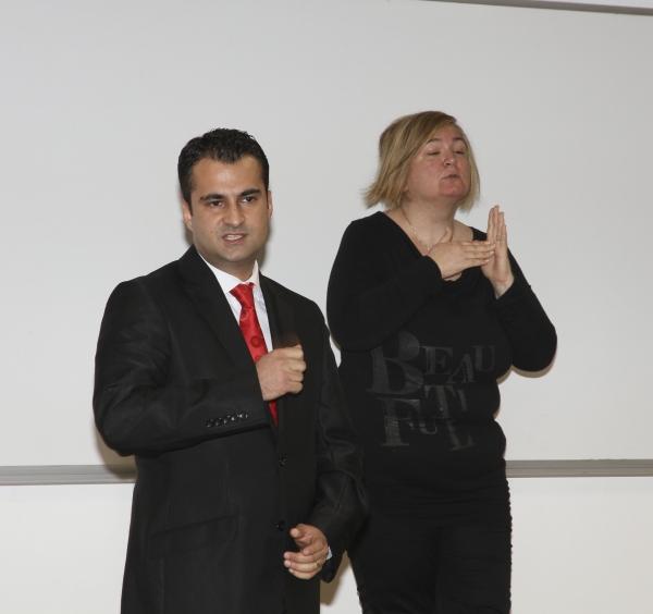 ENGELLER, İŞARET DİLİYLE AŞILIYOR