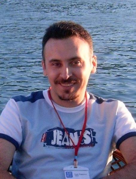 Özgür Özpeynirci TÜBİTAK ve İEÜ desteği ile Fransa'ya gidiyor.