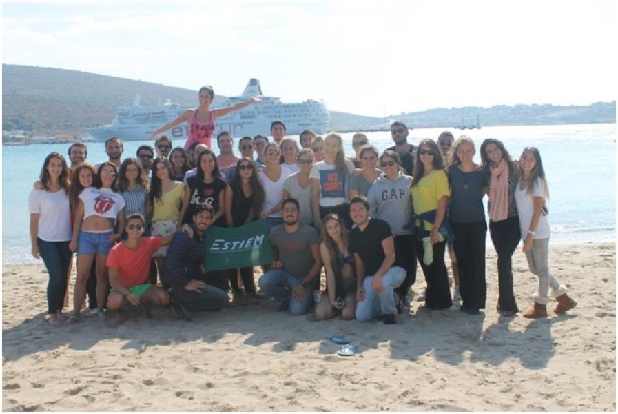 25-29 Eylül 2014'te yapılan Recom etkinliğine İzmir Ekonomi Üniversitesi Endüstri Mühendisliği öğrencileri ev sahipliği yaptı