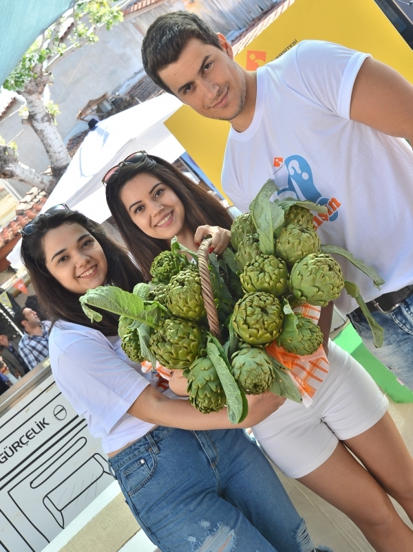 STUDENTS OF FOOD ENGINEERING DEPARTMENT DEVELOPED 'ATRICHOKE PASTE' FOR FIRST INTERNATIONAL URLA ARTICHOKE FESTIVAL