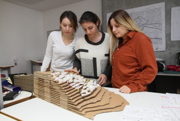STUDENT ARCHITECTS' TOUCH