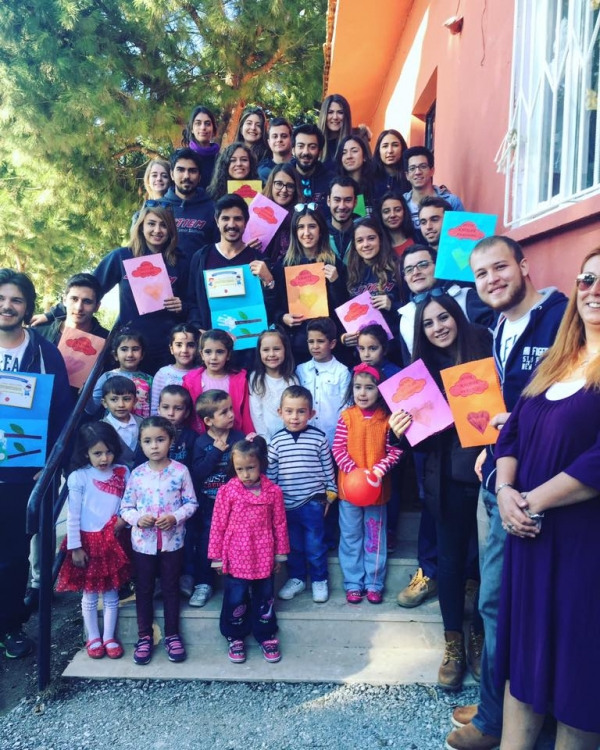 ESTIEM Komitesi 29 Ekim Cumhuriyet Bayramında Bayındır Hasköy İlköğretim okulunda sosyal sorumluluk projesi gerçekleştirdi.