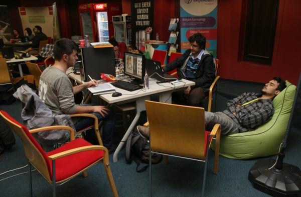 48-HOUR LONG SLEEPLES GAME MARATHON AT IZMIR UNIVERSITY OF ECONOMICS!