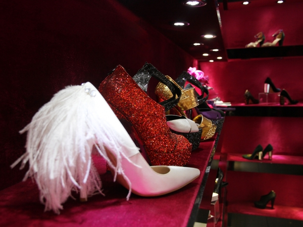 FINDING BRIDAL SHOES TO COMPLEMENT THE WEDDING GOWN