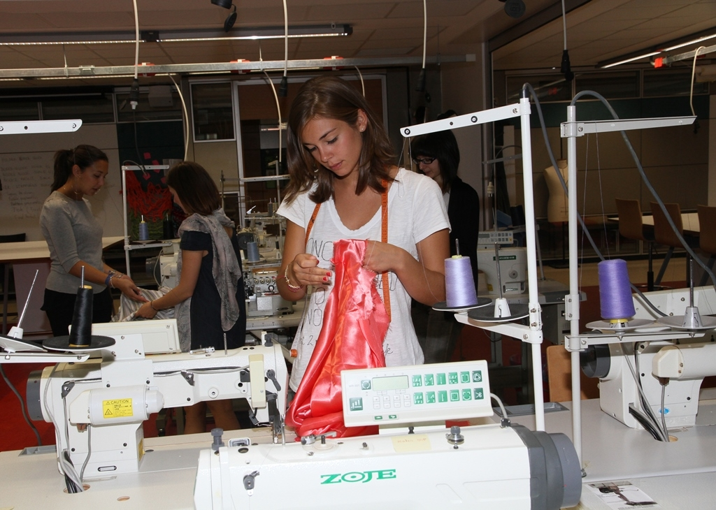 IZMIR UNIVERSITY OF ECONOMICS SHAPING THE FASHION