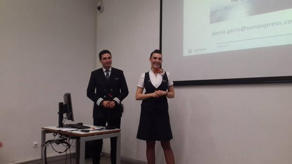 Sivil Hava Ulaştırma İşletmeciliği Programı Öğrencileri Kabin Amiri Deniz Geris ile Yardımcı Pilot Serdar Altınok ile Buluştu