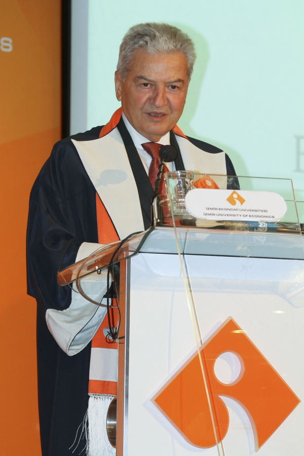 IZMIR UNIVERSITY OF ECONOMICS STARTED ITS 17th YEAR WITH ENTREPRENEURS AND PHYSICIANS