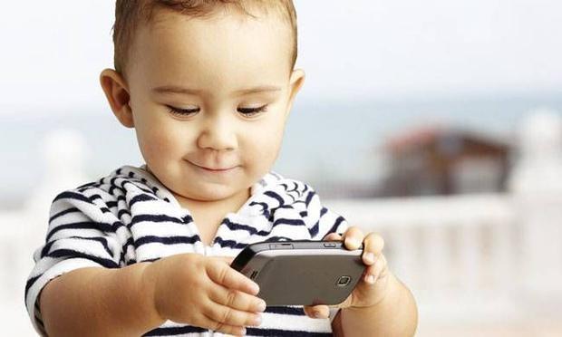 AKILLI TELEFONLAR ÇOCUK BAKICISINA DÖNÜŞMESİN