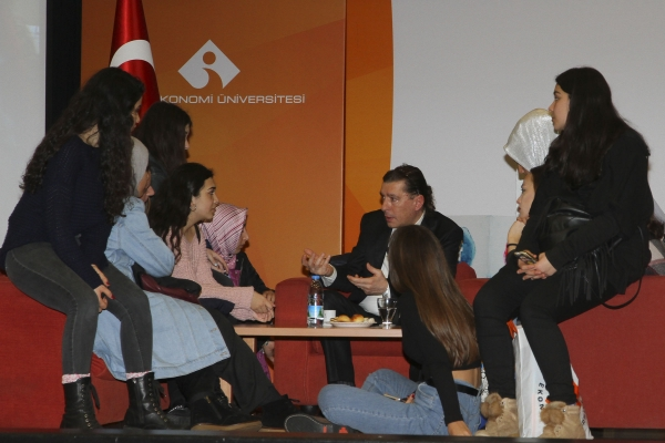 IZMIR UNIVERSITY OF ECONOMICS HELPS HIGH SCHOOL STUDENTS CHOOSE THEIR CAREER PATHS