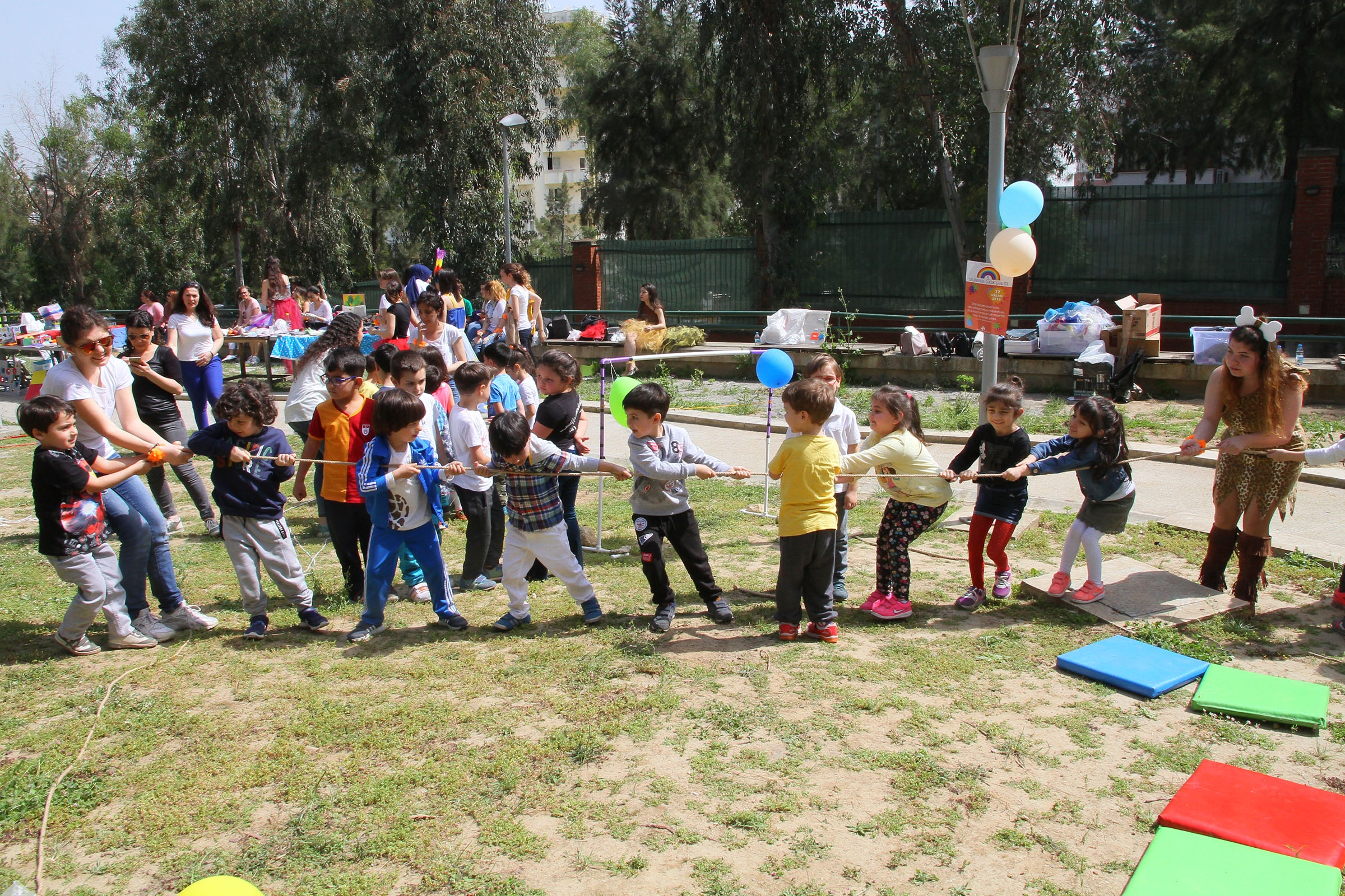 KIDS PLAYED OUTDOOR GAMES