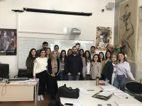 """İç Mekan Tasarımı Programı, İzmir Ekonomi Üniversitesi Meslek Yüksekokulu bünyesinde sürdürülmekte olan """"Çıraklar Ustalara Soruyor"""" etkinliği kapsamında İçmimar Yiğit Emre Gürman'ı ağırladı."""