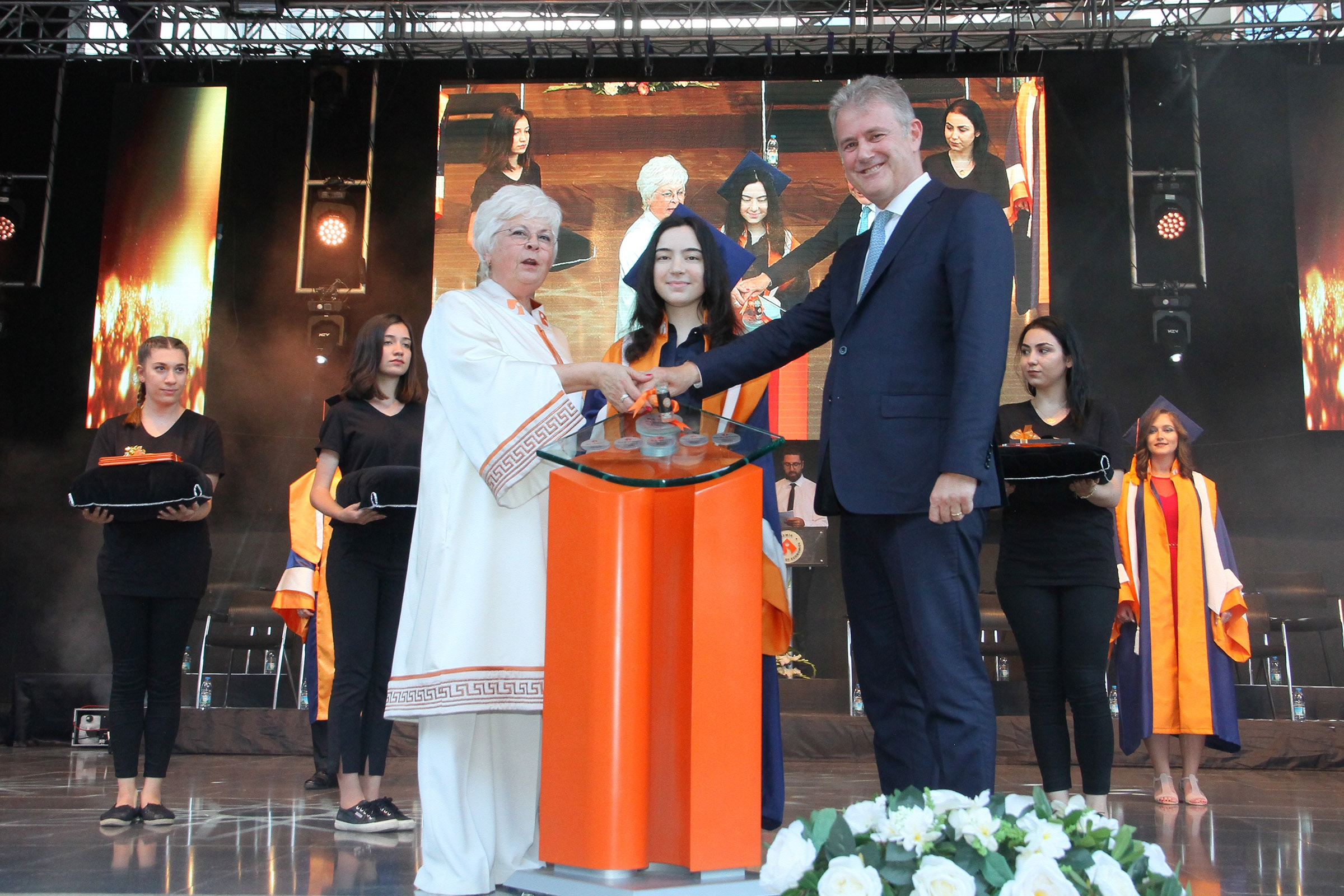 GRADUATES OF IZMIR UNIVERSITY OF ECONOMICS ENTERED THE BUSINESS WORLD