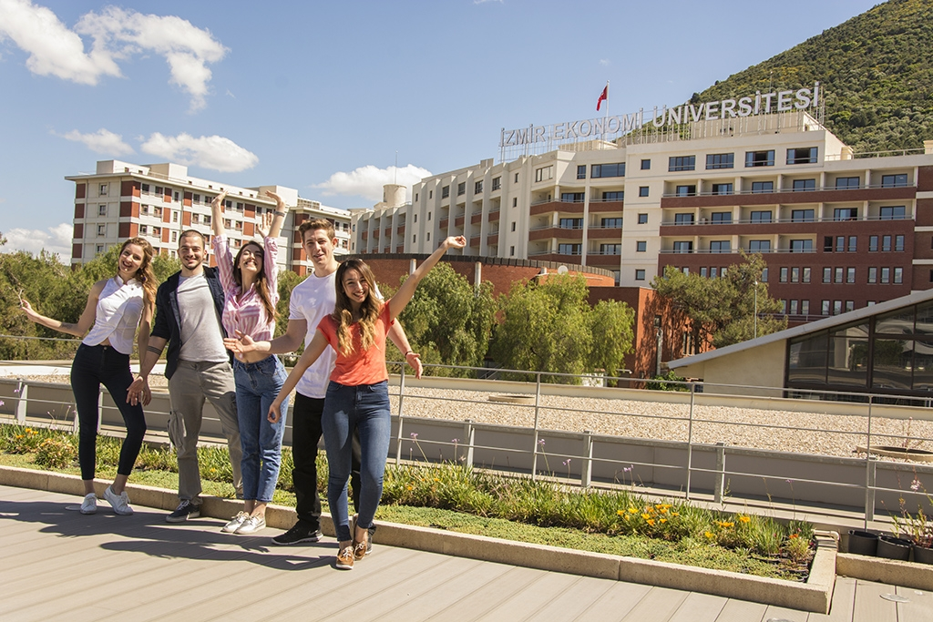 STUDENT SATISFACTION AT IZMIR UNIVERSITY OF ECONOMICS