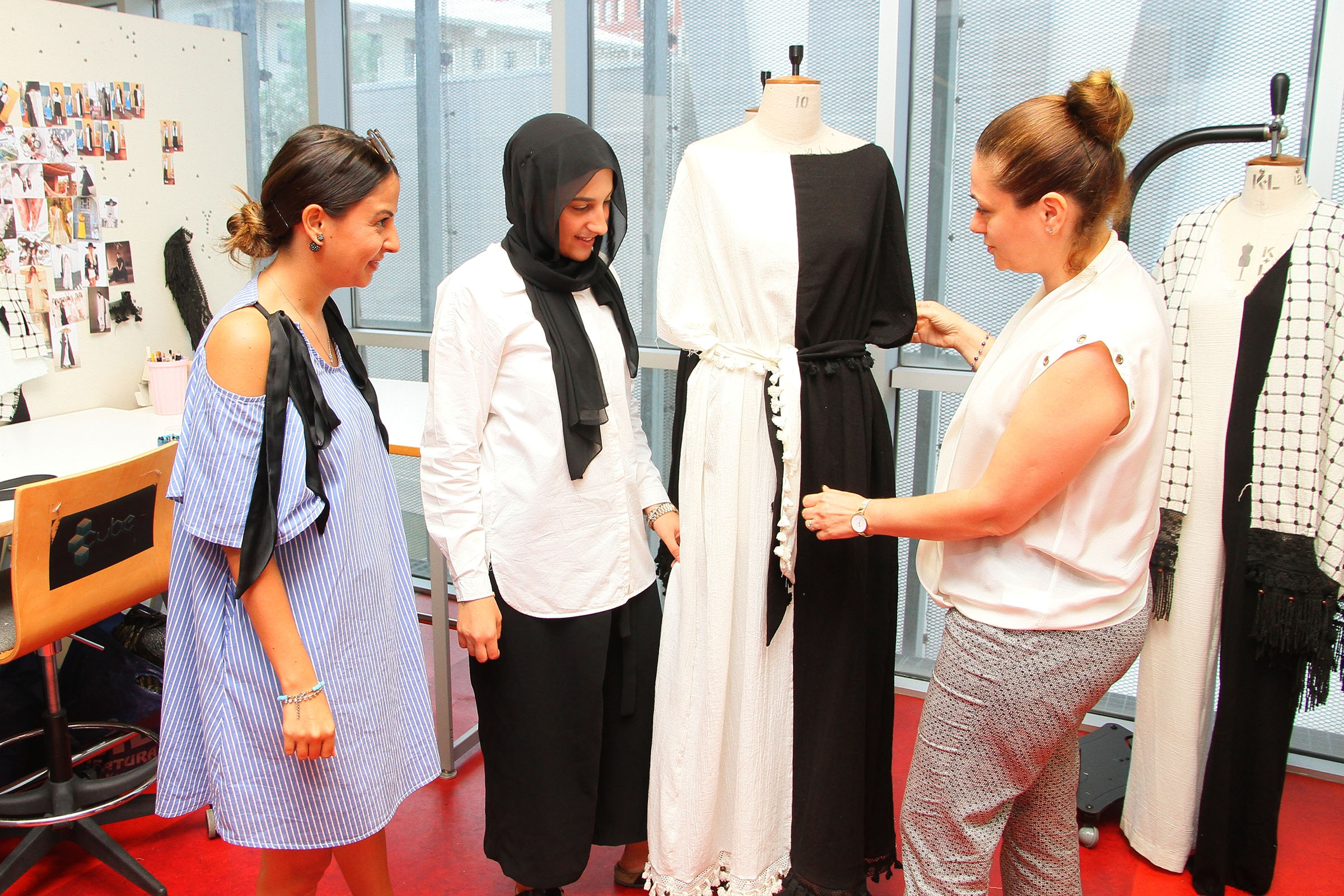 VOLUNTEER AMBASSADORS OF FASHION TO REPRESENT IZMIR ABROAD