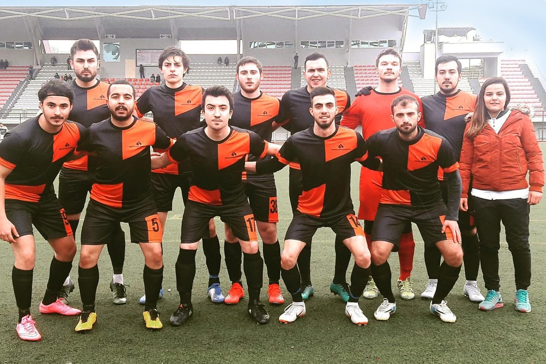 İEÜ Gençlik ve Spor Kulübü Futbol Takımı'na kadın dokunuşu