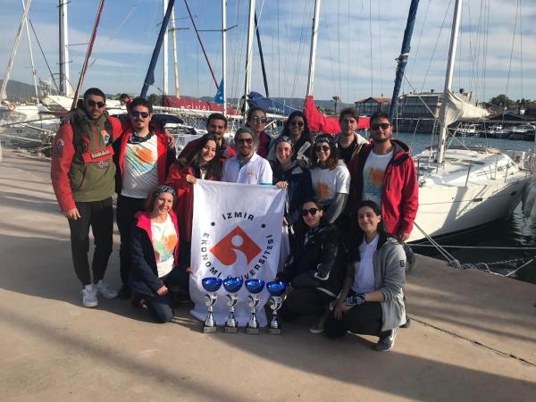 İzmir Ekonomi'den yelkende büyük başarı