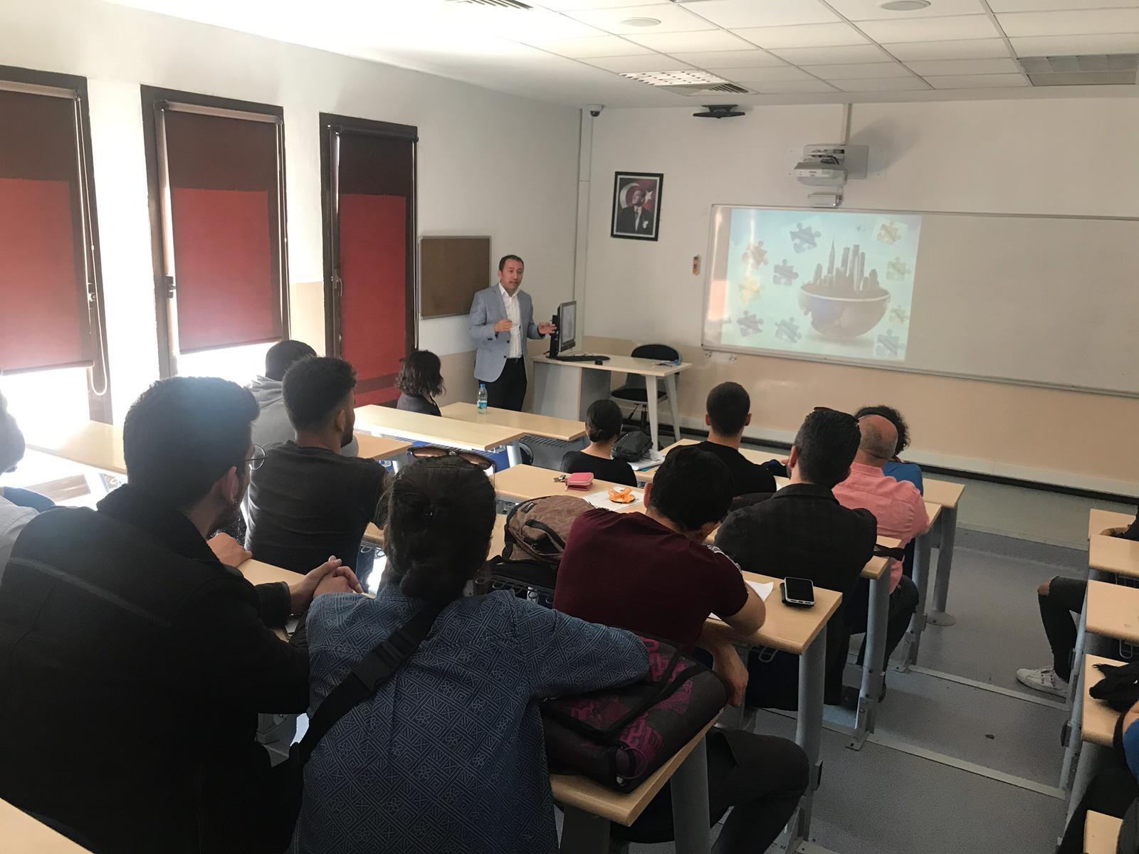 İzmir Büyükşehir Belediyesi Kentsel Dönüşüm Dairesi Başkanlığı Proje Uygulama Şube Müdürü İEÜ MYO Emlak ve Emlak Yönetimi Programında