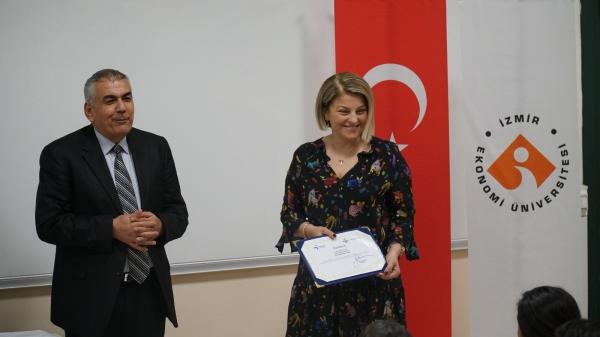 İzmir Ekonomi Üniversitesi Meslek Yüksekokulu öğrencileri İş Kulübü eğitimini tamamladı