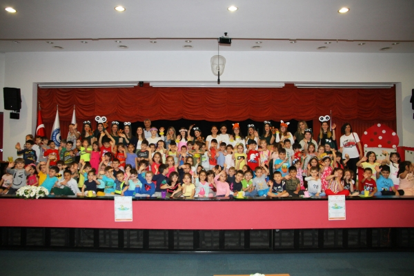 Kindergarteners learn about healthy living