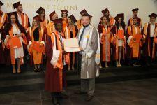 İzmir Ekonomi Üniversitesi'nde coşkulu mezuniyet