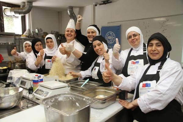 Suriyeli kadınlar, Türk mutfağını öğrenerek meslek sahibi olacak
