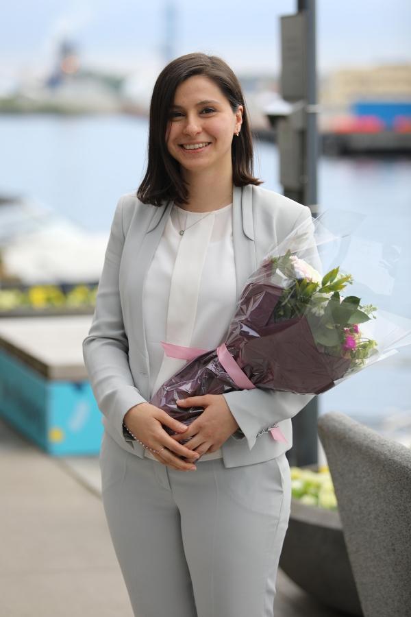 Izmir University of Economics graduates go global