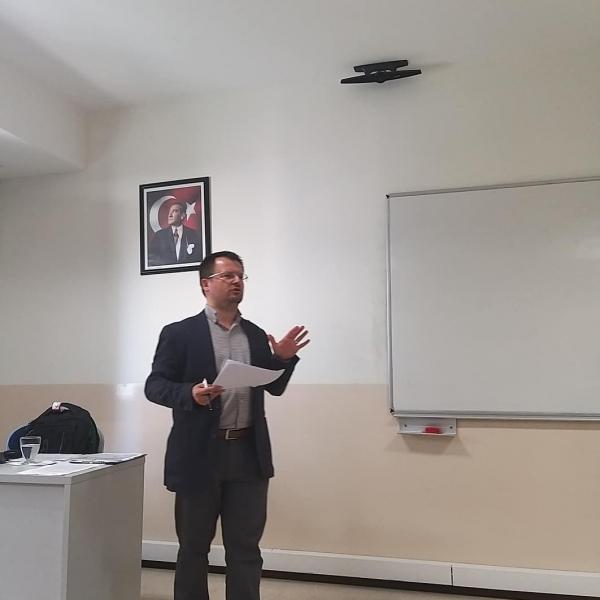 """Şener Aktürk, """"Demokrasi ve Çokkültürlülük"""" başlıklı bir seminer verdi"""