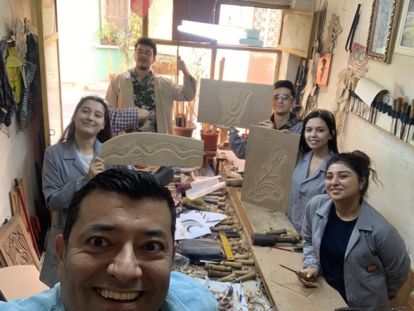 Mobilya ve Dekorasyon Programı Öğrencileriniz Oyma Atölyesinde