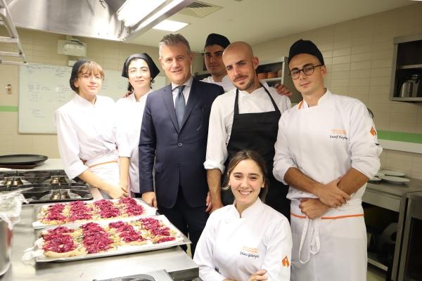 İzmir Ekonomili genç şeflerden 'delizioso' tatlar