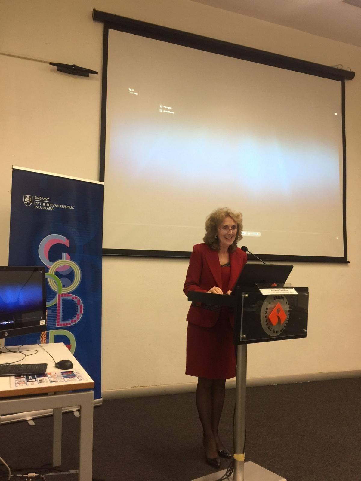 Slovakya'nın Ankara Büyükelçi Sn. Tureničová, Diplomaside Protokol üzerine bir seminer verdi