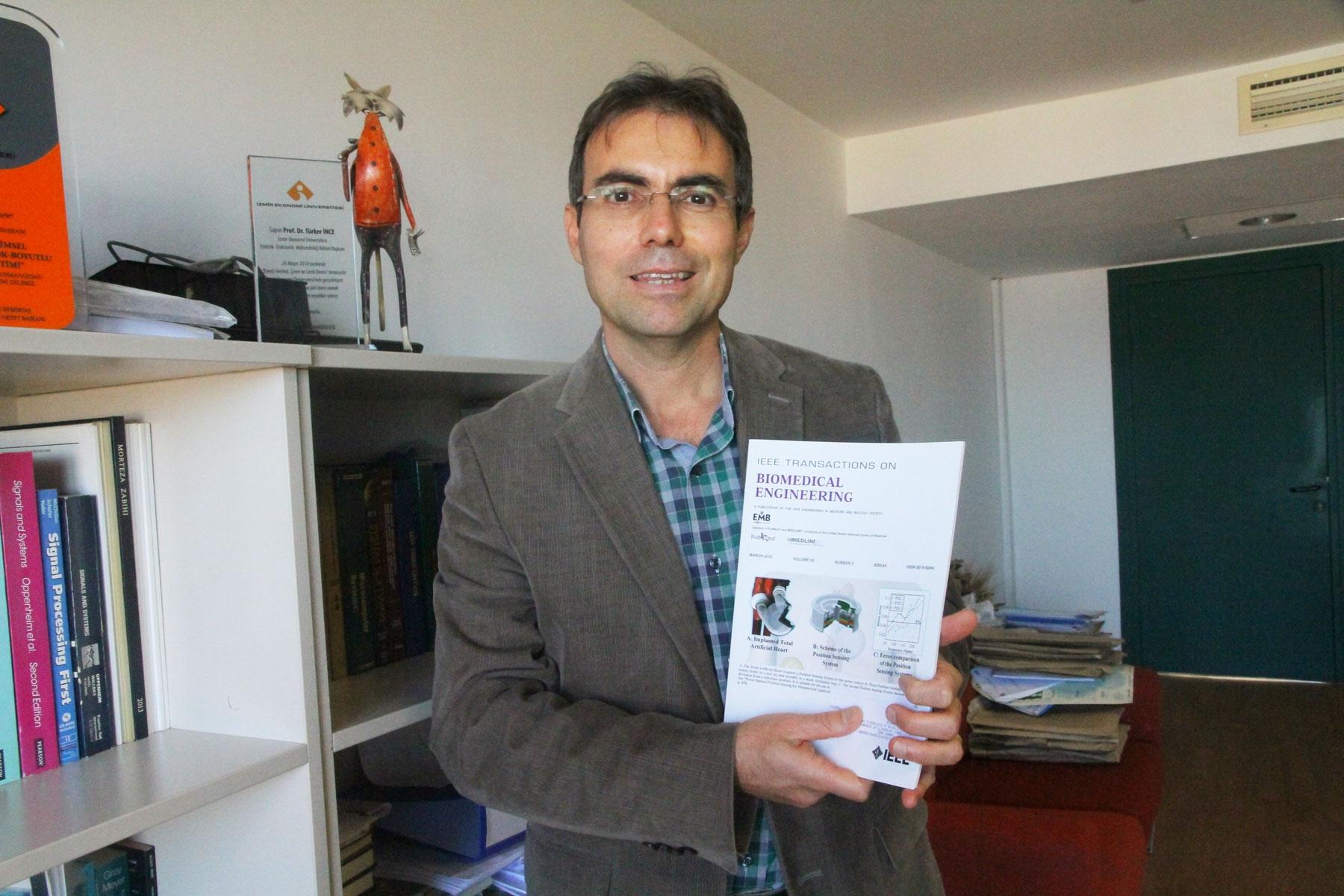 IUE professor receives an international award