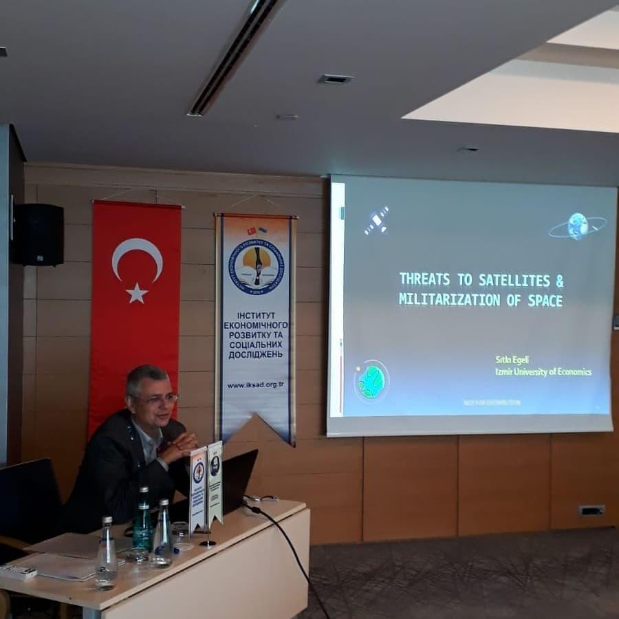 Sıtkı Egeli Taras Shevchenko 4. Uluslararası Sosyal Bilimler Kongresi'nde tebliğini sundu