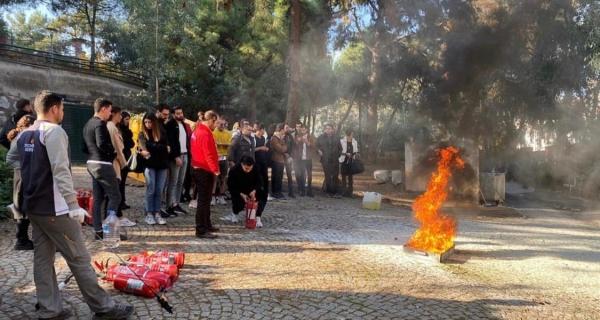 Sivil Hava Ulaştırma İşletmeciliği Öğrencilerimiz Temel Yangın ve Yangın Söndürme Eğitiminde..