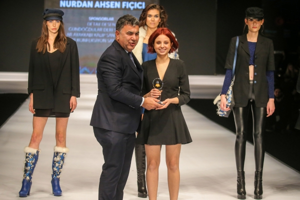 IUE Fashion Designers Collect Awards at the Leather Design Competition