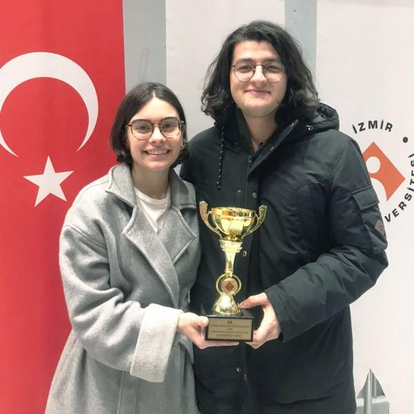 İzmir Ekonomi'de 'Münazara' heyecanı