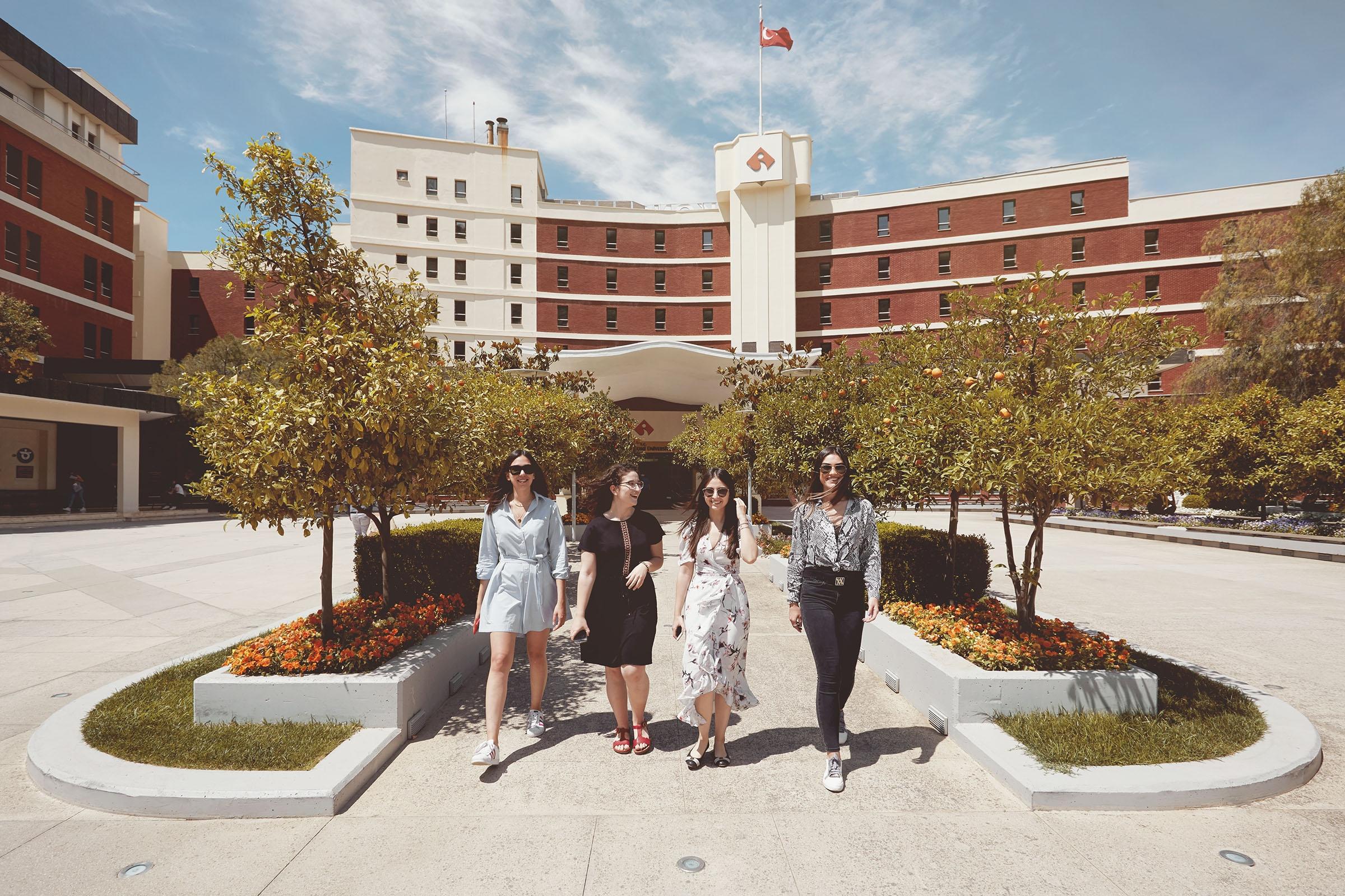 Geleceğin mühendislerinin tercihi açık ara İzmir Ekonomi Üniversitesi