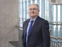 Dekan Bayramoğlu, uluslararası forumda 'Uzaktan eğitimi' anlattı