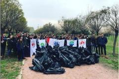 Üniversite öğrencileri Kent Ormanı'ndan 1 saatte 300 kilo çöp topladı