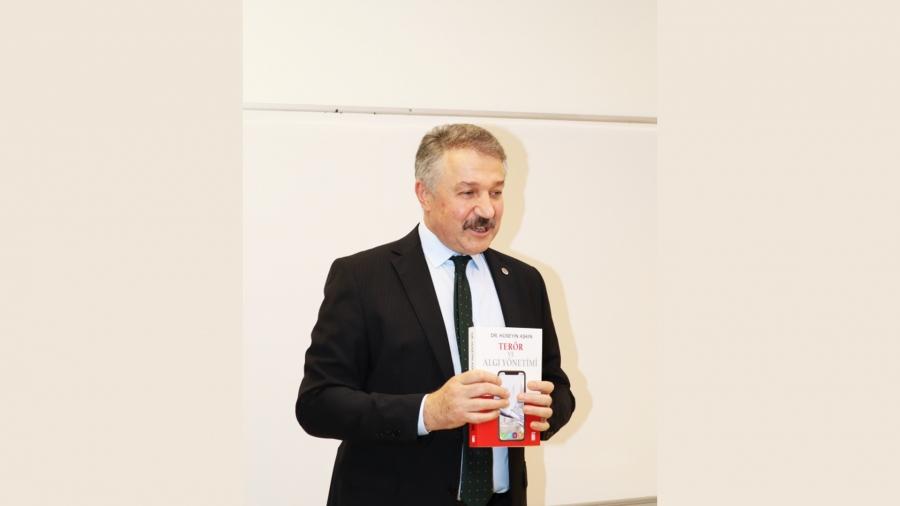 Müdür Aşkın'dan İzmir Ekonomi'de 'Kamuoyu ve İletişim' dersi