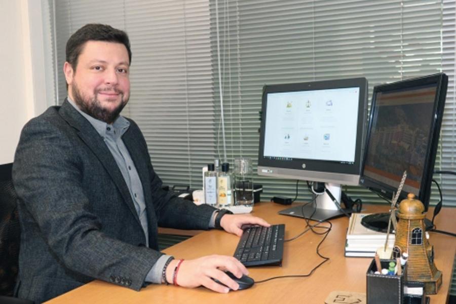 İzmir Ekonomili profesöre 'TÜBİTAK' onuru