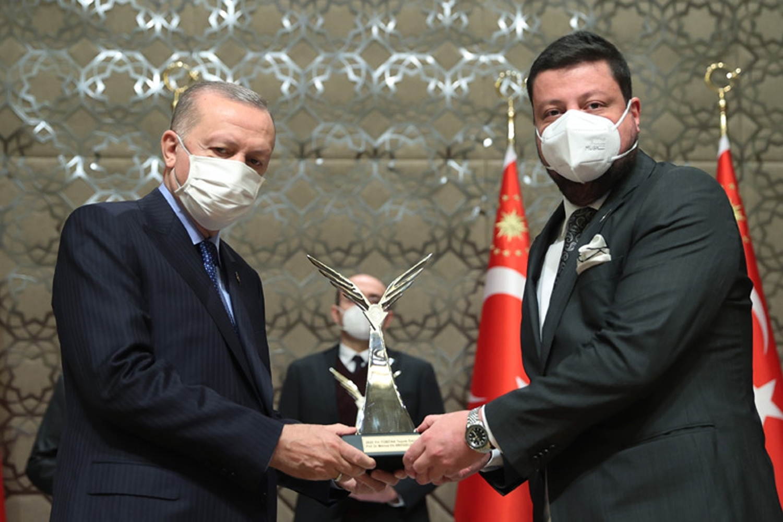 Mehmet Efe Biresselioğlu, TÜBİTAK Teşvik Ödülü'nü törenle aldı