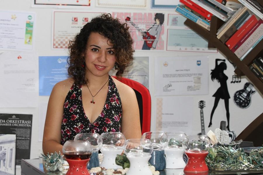 Seramik sanatıyla İzmir'den dünyaya açıldı