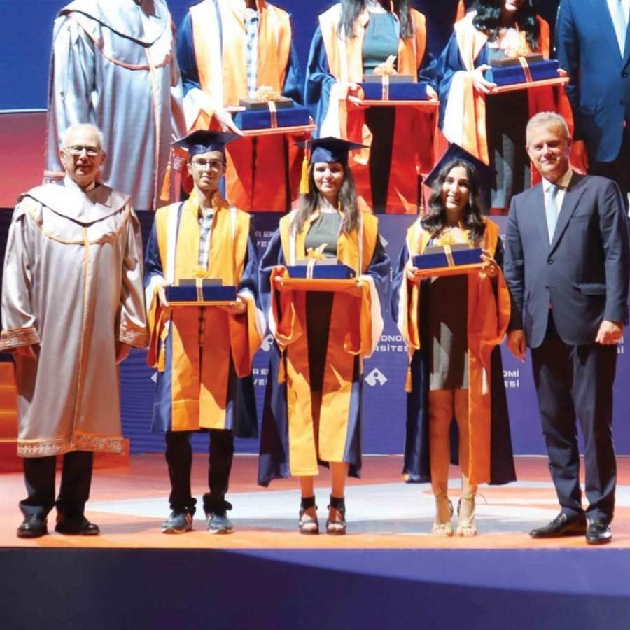 Ebru sanatı eşliğinde, 'inci' konseptli mezuniyet